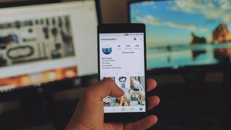 socialphone.jpg